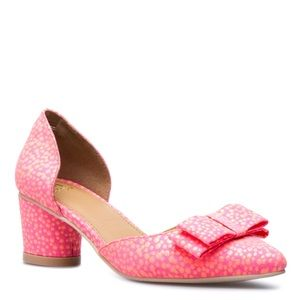 Retro-Inspired Pink low-heel pointed pump LOU